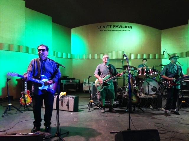 """(l-r) Cesar Rosas, Conrad Lozano, drummer Enrique """"Bugs"""" Gonzalez, Louie Pérez"""
